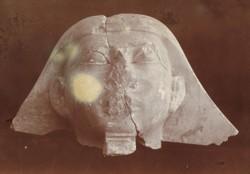Tête égyptienne fragmentaire –  Musée d'ethnographie de Neuchâtel et  Service des antiquités de l'Egypte